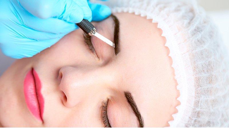 Plaukų tatuiruotės procedūra