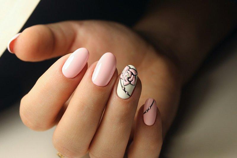 Minimalisme in manicure.