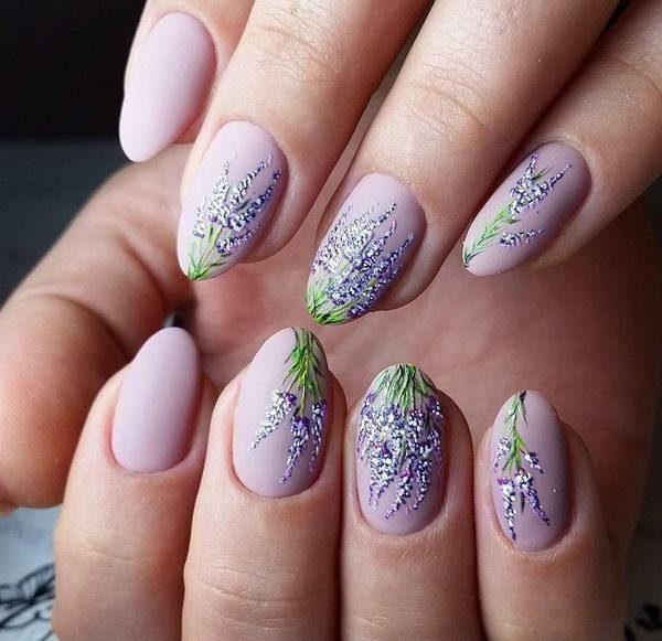 Zachte lente manicure