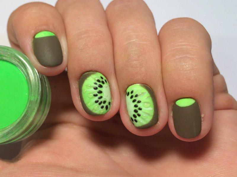 Kiwi manicure