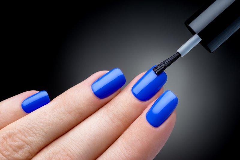 Solide manicure in blauwe tinten