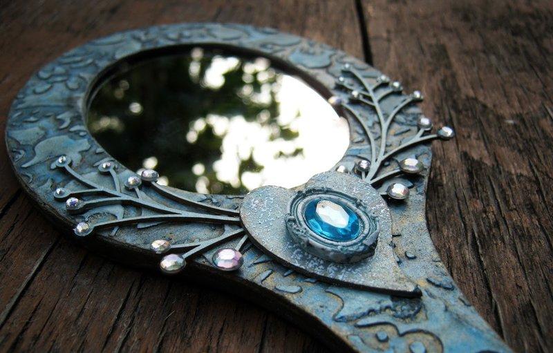 Miroir de poche amulette