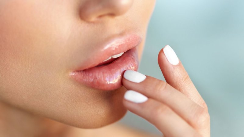 Preventie van blauwe plekken op de lippen na vergroting