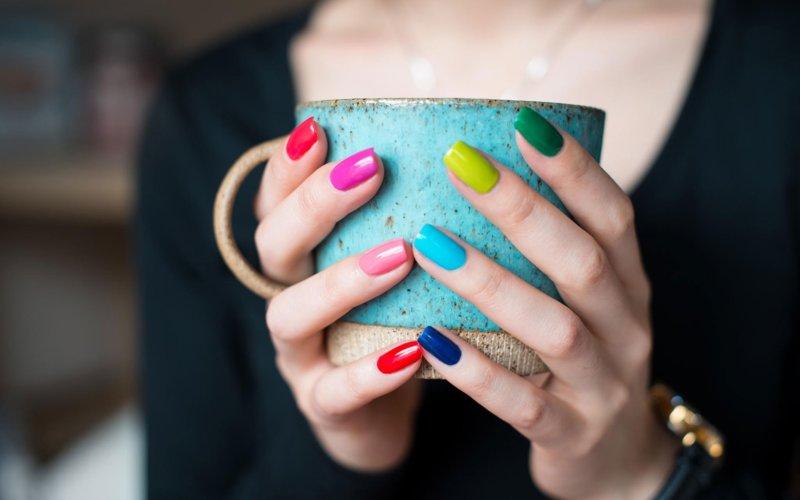 Een gevarieerde manicure thuis