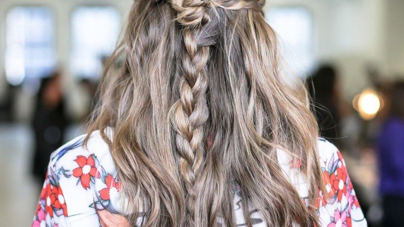 Staartjes met losse haren