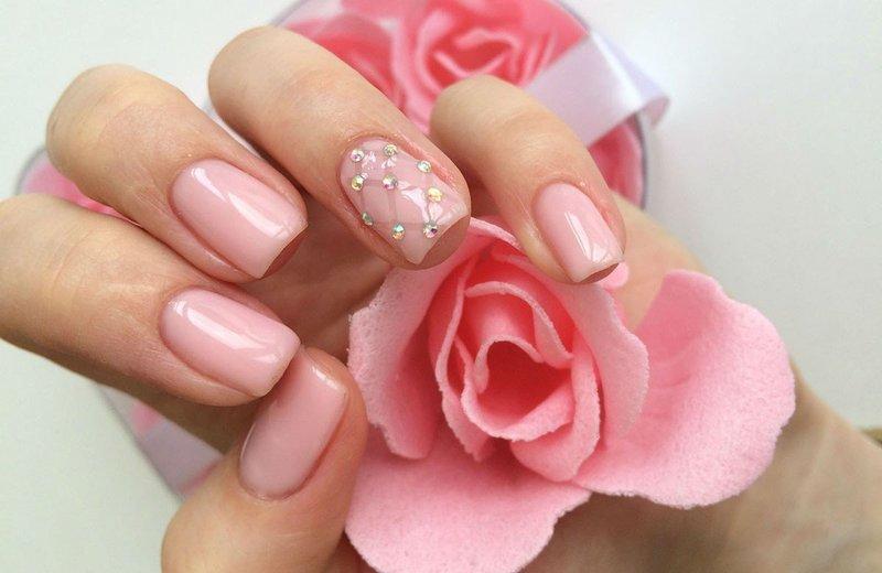 Glamoureuze manicure-stijl.