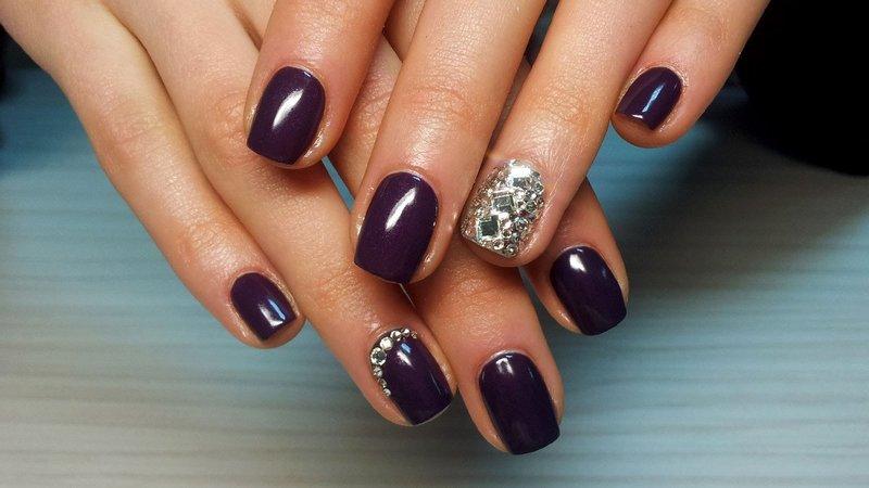 Solide manicure met strass steentjes