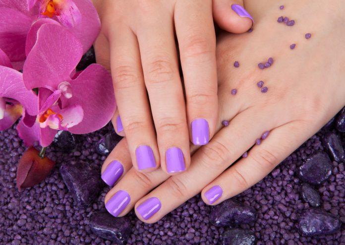 Korte nagels schellak manicure