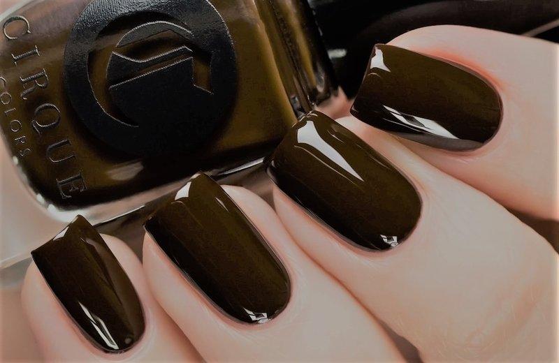 Chocolade Monochrome Manicure