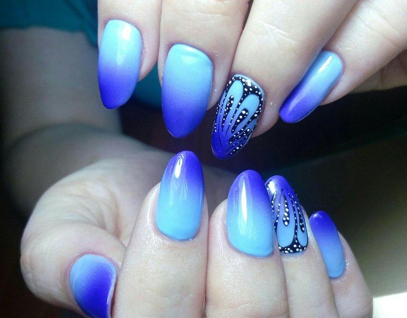 Blauwe ombre met een patroon