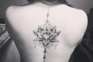 Lotus-tatoeage