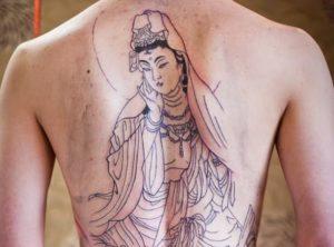 Boeddhistische amulet-tatoeage