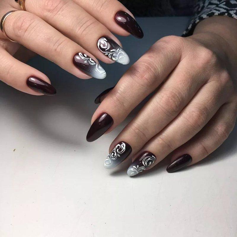 Donkere manicure met een verloop