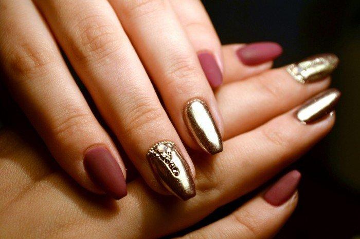 Goudlak manicure