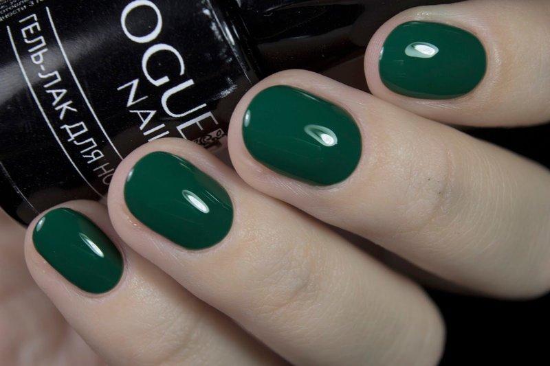 Emerald manicure