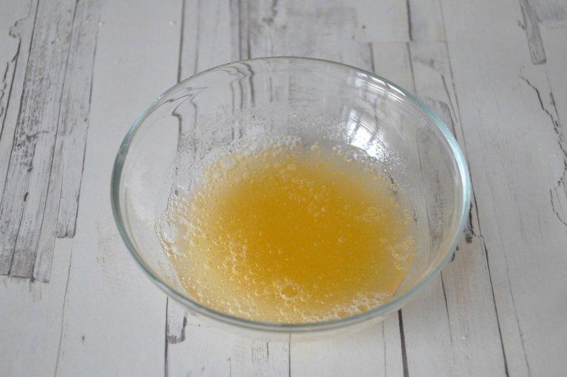 Afgewerkt gelatinemasker met citroen