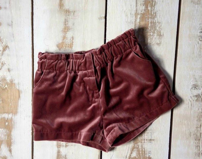 Velours shorts model