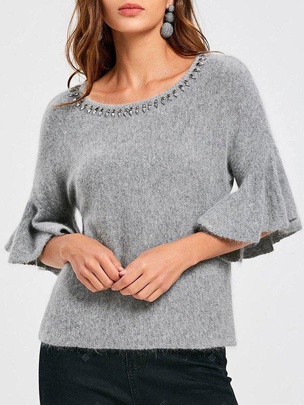 Meisje in een trui met belmouwen