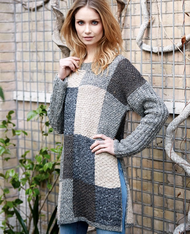 Meisje in een trui met een patroon in de vorm van vierkanten.
