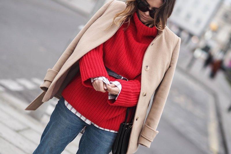 Meisje in een lichte trui