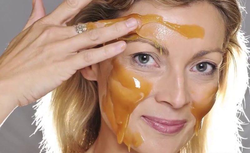 Medaus maitinamoji veido kaukė