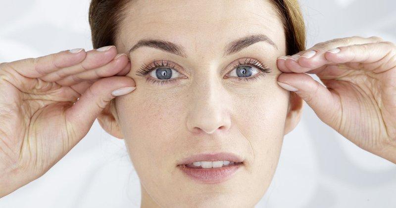 Tinkama odos priežiūra aplink akis