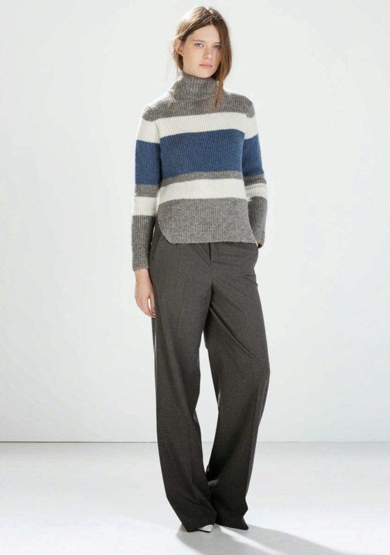 Meisje in een horizontale gestreepte trui en broek.