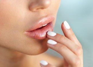 Soins des lèvres après l'élargissement