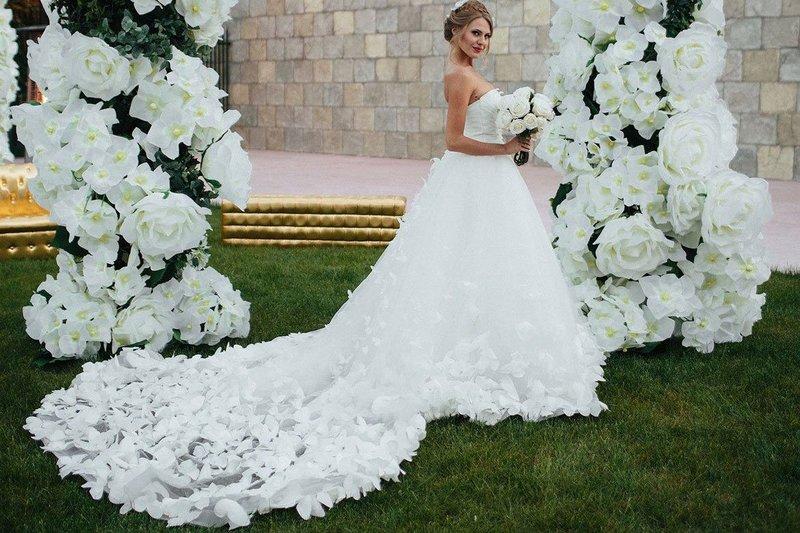Lente trouwjurk met bloemen