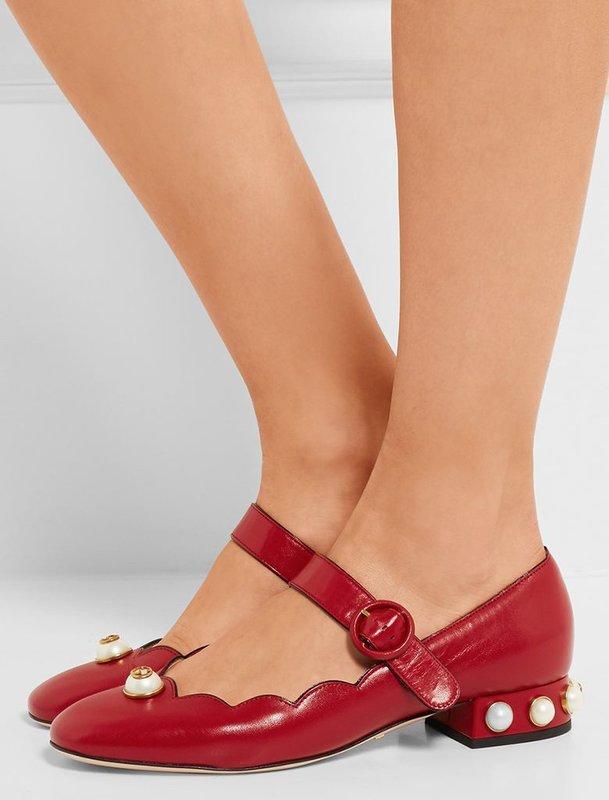 Meisje in de schoenen met lage hakken van Mary Jane
