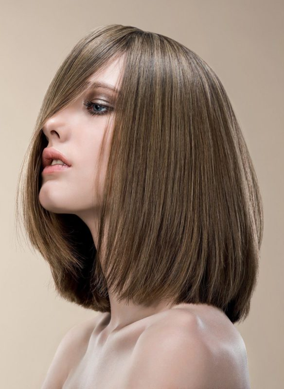 Ypač ilgas kvadratas vidutiniams plaukams