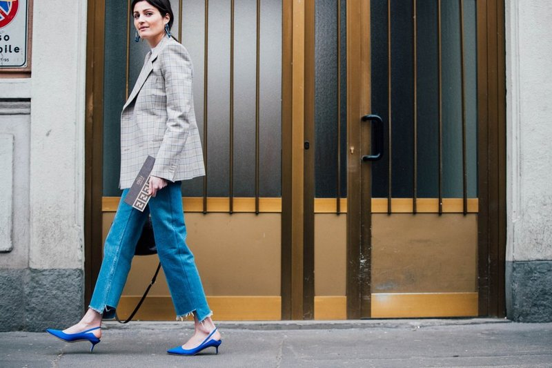 Mėlyni žemo kulno batai