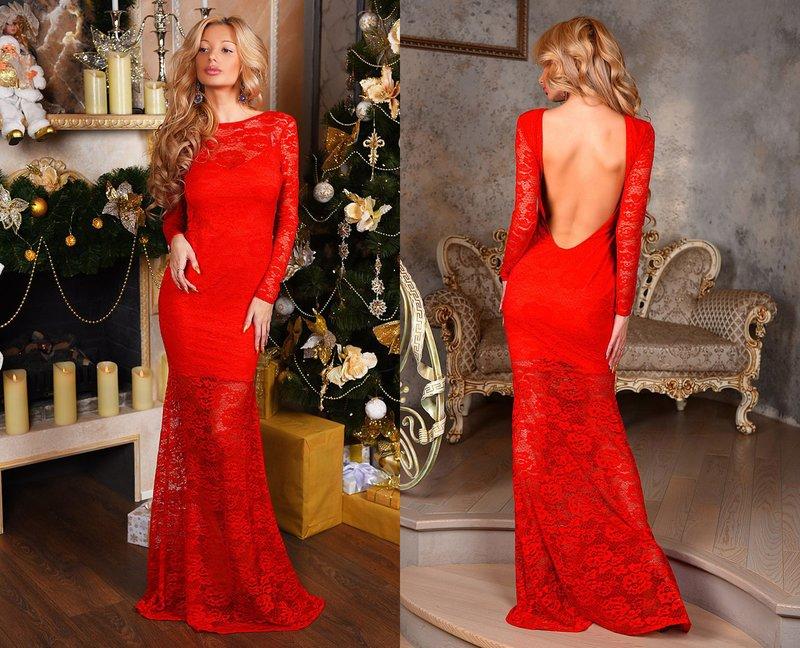 Rode jurk met blote rug