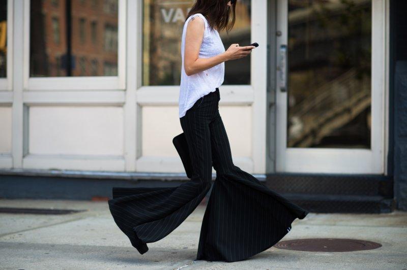 Lange wijd uitlopende broek