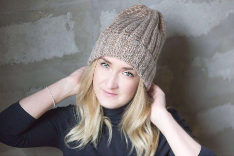 Šviesios kavos atspalvio skrybėlė