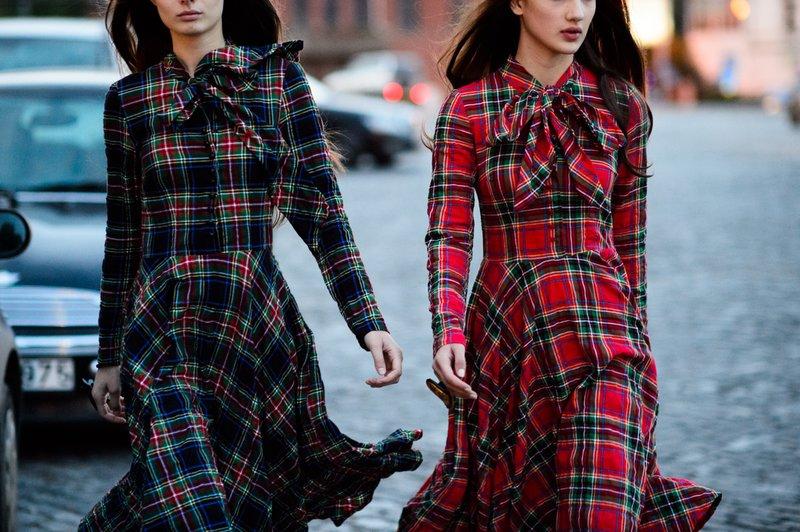 Controleer jurken met strik