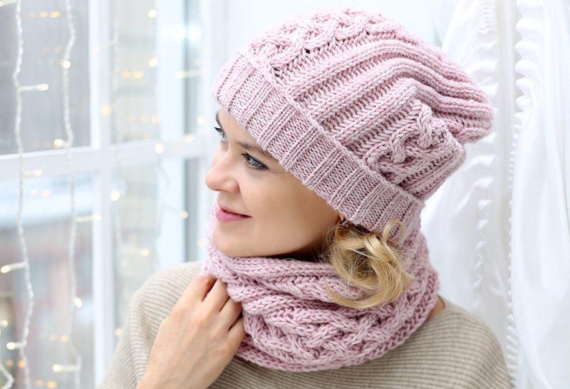 Rožinė skrybėlė ir snood