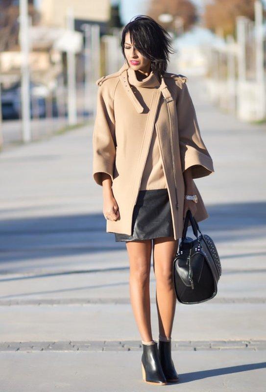 Smėlio spalvos moteriškas paltas