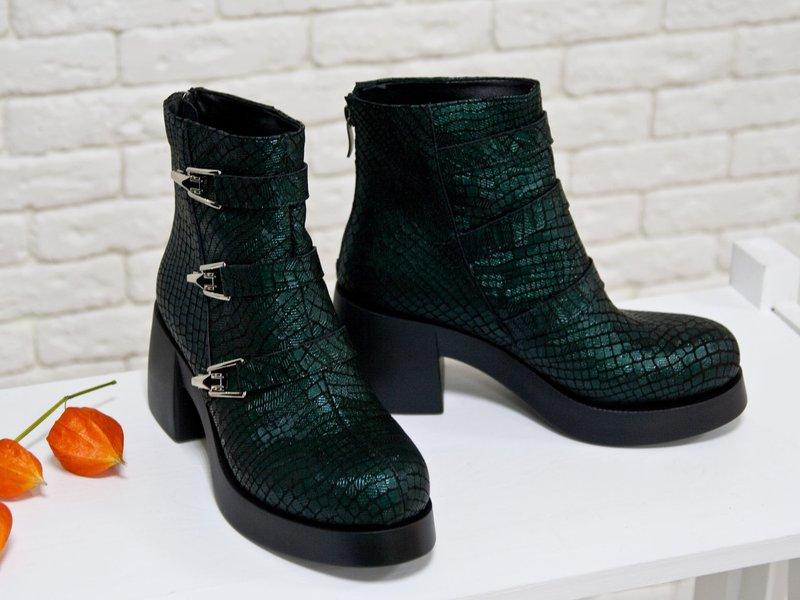 Masyvūs moteriški batai: roplių oda
