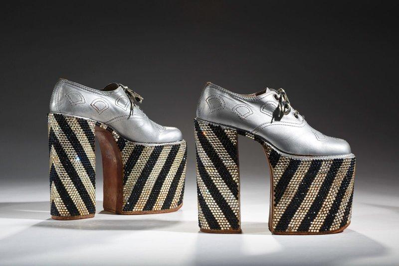 Madingi sidabriniai batai