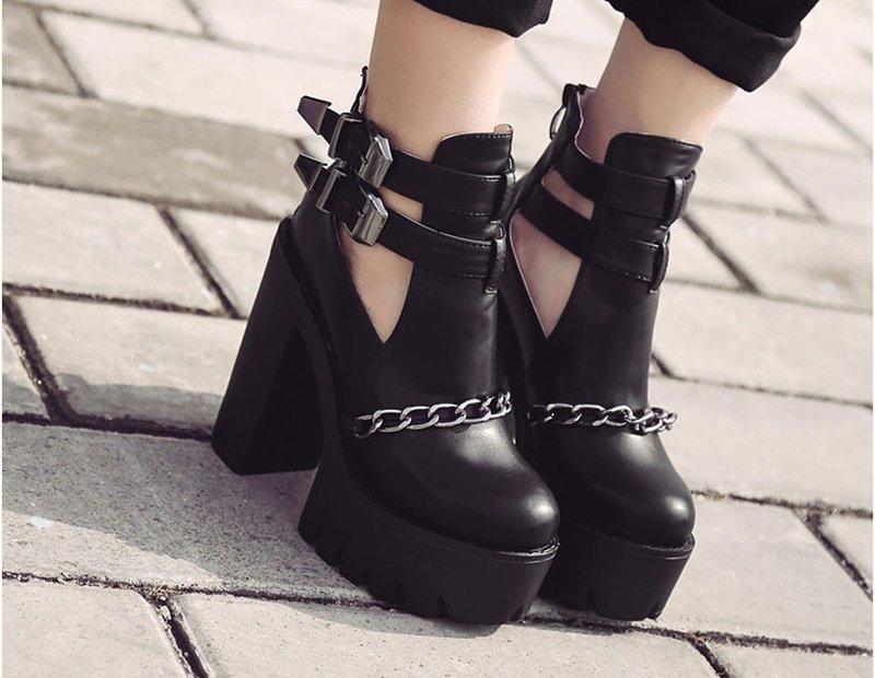 Stilingi masyvūs batai