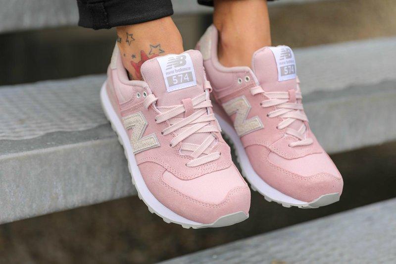 Moteriškas sportinių sportinių batų modelis