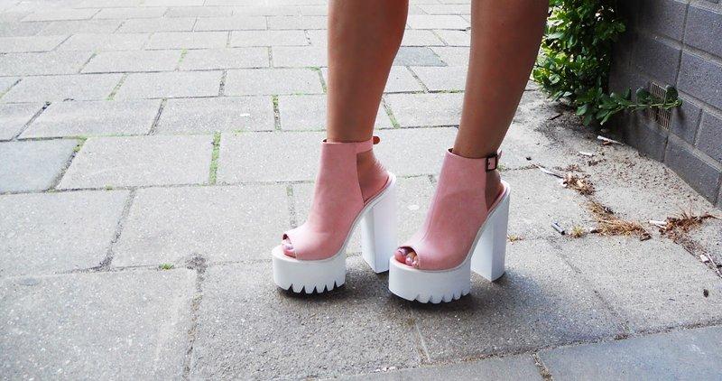 Rožinės platformos batai