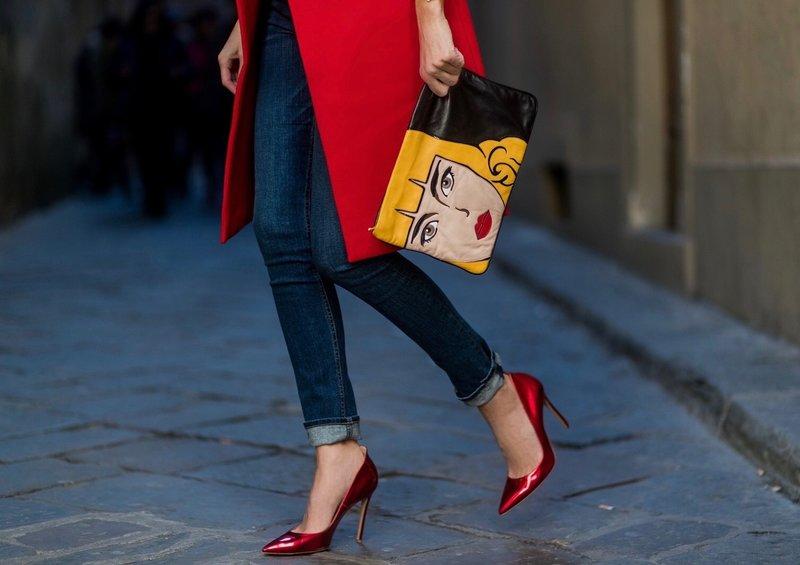 Batai raudoni metaliniai