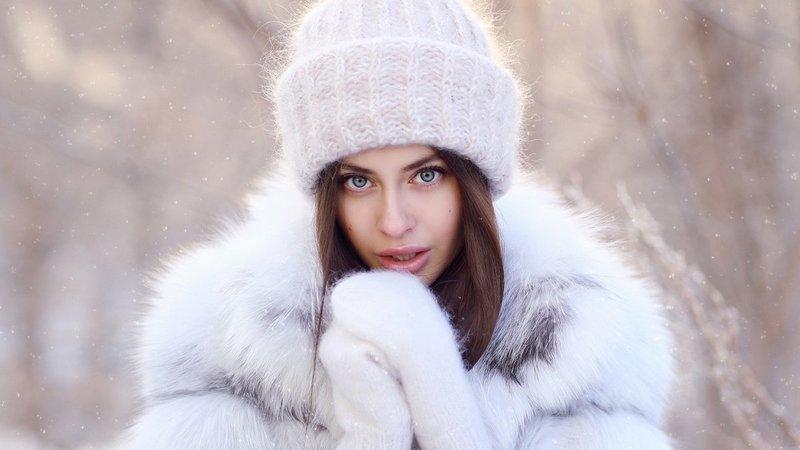 Megzta balta skrybėlė
