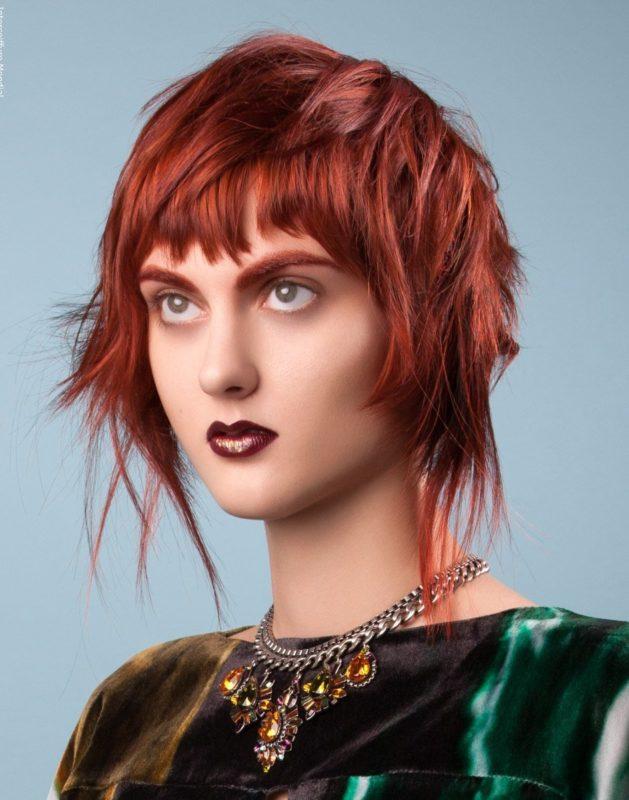"""Įprasto dizaino """"Aurora"""" kirpimas vidutinio ilgio plaukams"""