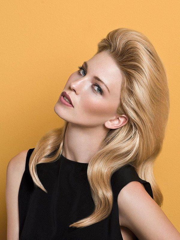 Vidutinis plaukų šukavimas