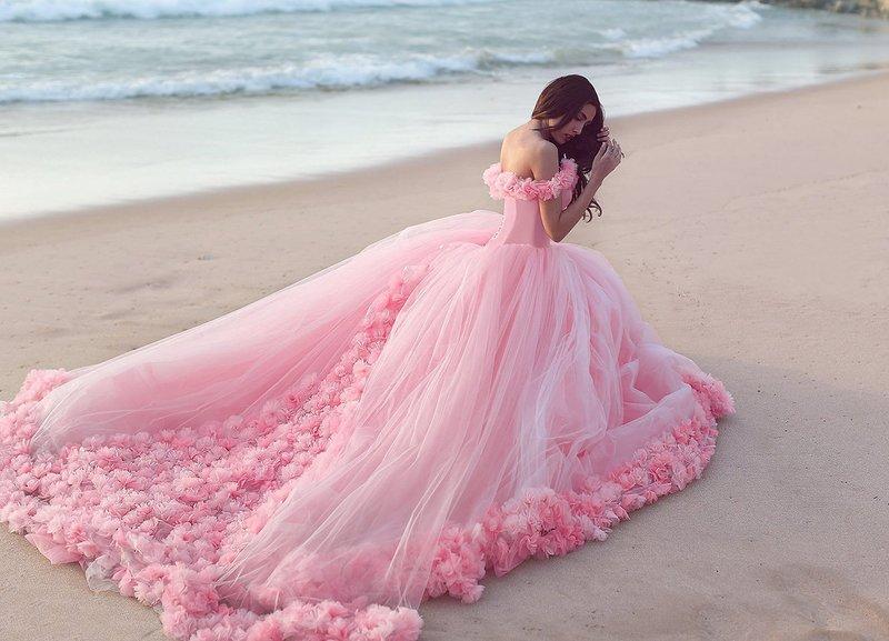 Felroze trouwjurk