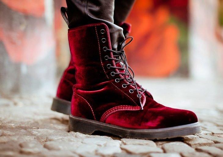 Aksominiai nėriniuoti batai