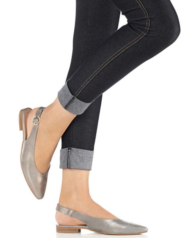 Meisje in balletschoenen met een hielriem